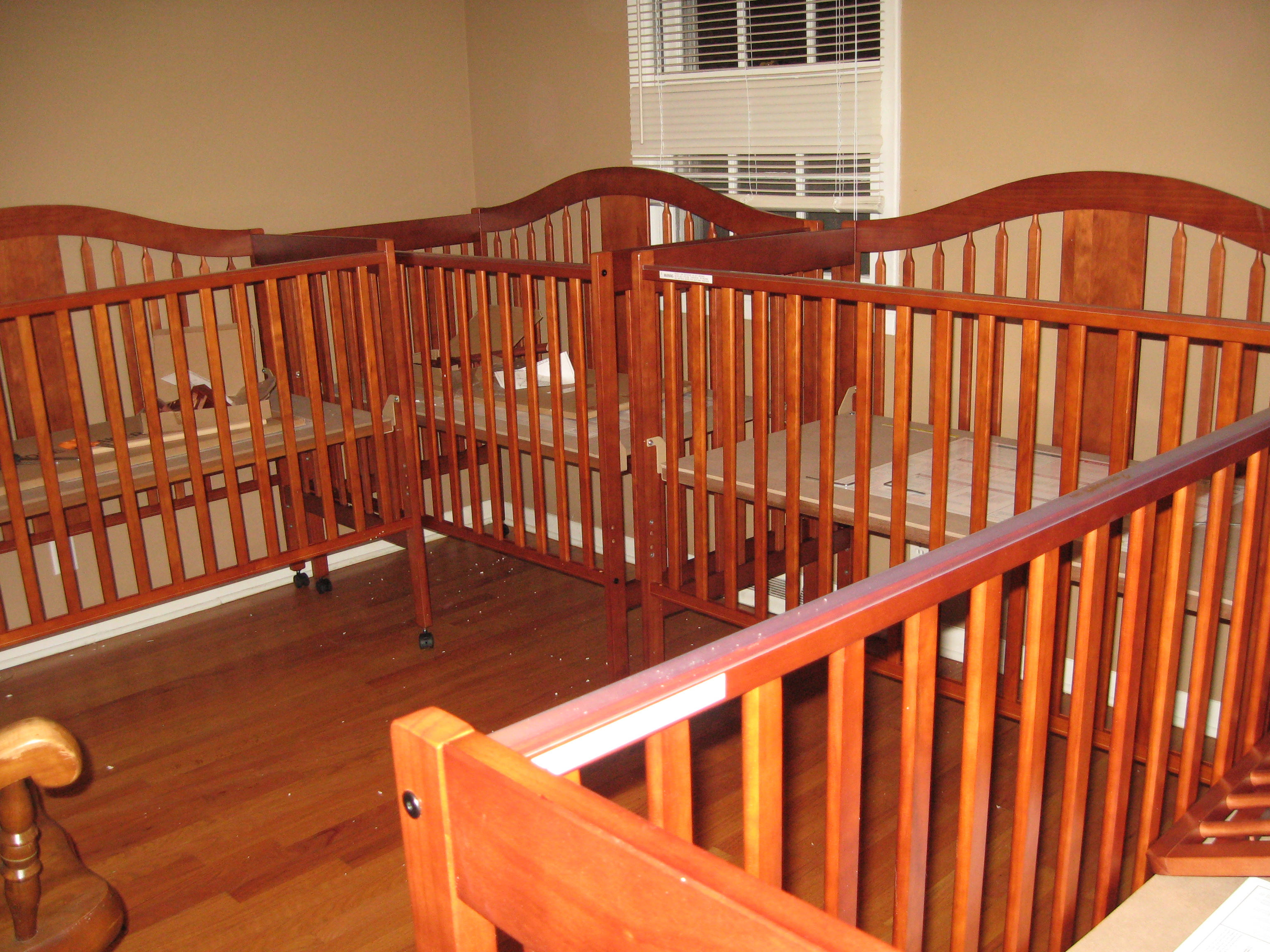 Crib for triplet babies - It S